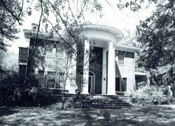 Oscar-Landing-Bk-1-p60-715-N.-Main-McSwain-House